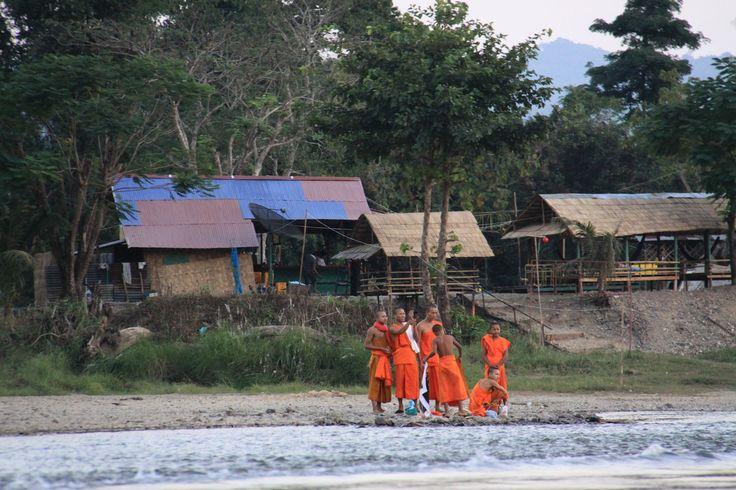 Laos Centrale, verso Vientiane: in barca sul fiume Nam Song