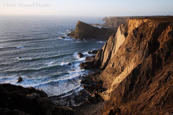La belleza salvaje de la Costa Vicentina  Coastal cliffs of the Costa Vicentina / Natural Park / Alentejo / Portugal  Arrifana (Aljezur, Baixo Alentejo, Portugal)