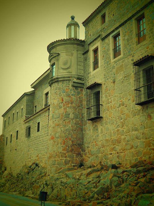 Palacio de los Dávila adosado a la muralla
