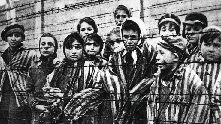 """""""Canções de Ninar de Auschwitz"""" narra a história da alemã Helene Hannemann, que salvou milhares de pessoas após ganhar a confiança de Josef Mengele"""