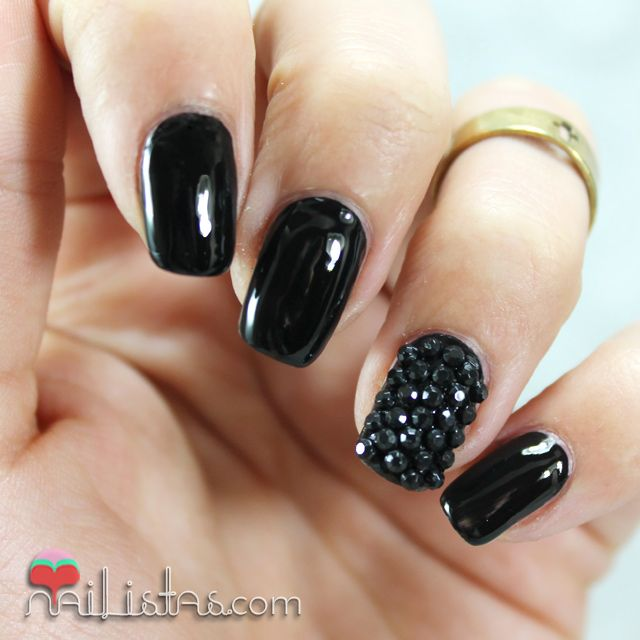 Black Leather nail art | Uñas decoradas en negro charol con piedras