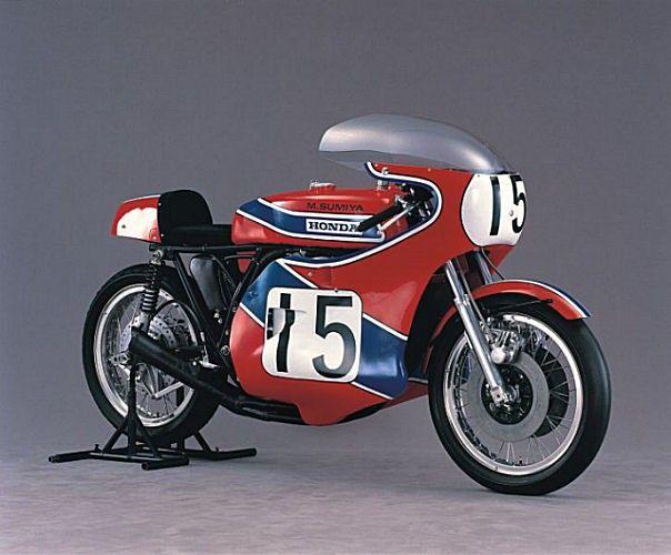 Motocyclette de course Honda 750 Daytona