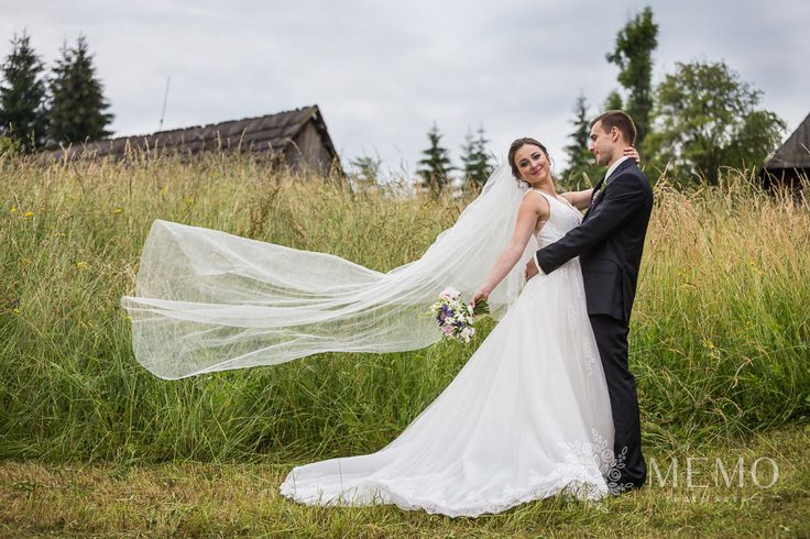 Svadobné portréty - MEMO photo agency #martin #muzeum #muzeumslovenskejdediny #slovakia #folk #village #historic #wedding #portrait #nature #beautiful #bride #groom #veil