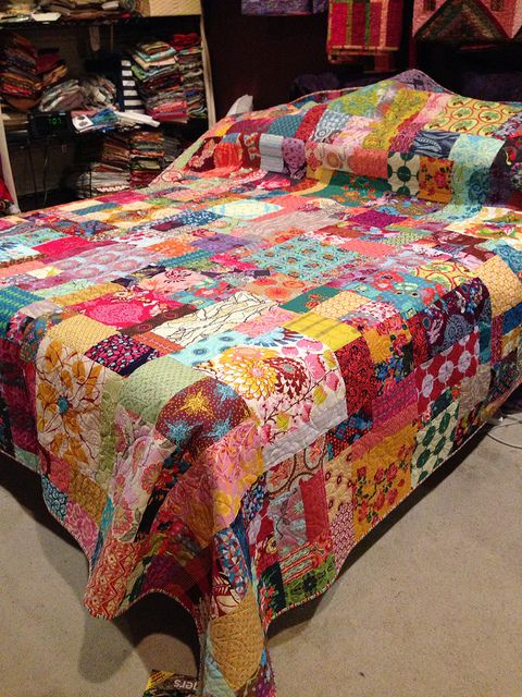 The Anna Maria Horner quilt is on my bed. | Flickr - Photo Sharing!
