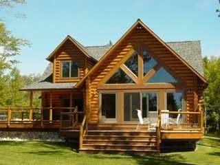 Beautiful Lakefront Log Ho me close to Mackinac Island and many other Treasures