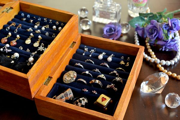 【ハンドメイド・DIY】100均で作る!アクセサリーBOXで指輪やピアスをおしゃれに収納♡ - ときめきスイッチをONにするメディア - キュンコレ