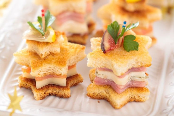 Gli alberelli di pane sono un'ottima idea antipasto per le feste di natale. Molto ad effetto saranno facilissime da preparare. Ecco la ricetta