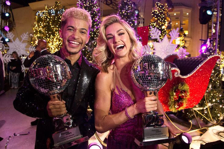 Jordan Fisher Crowned <em>Dancing with the Stars</em> Season 25 Mirrorball Champion