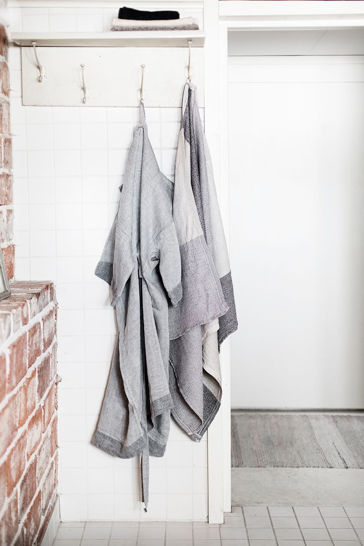 Bath time! KASTE bathrobe in 100% washed linen, design Anu Leinonen. TERVA towel in linen-tencel. Made in Finland by Lapuan Kankurit. Natural, sustainable textiles.
