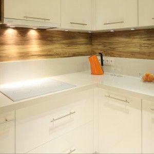 Plytki Szklo Plyta Laminowana A Moze Tradycyjne Plytki Ceramiczne Podpowiadamy Jak Zabezpieczyc Sciane W Kuchni By Byla Pra Kitchen Cabinets Kitchen Decor
