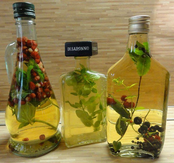 Příprava ochucených olejů a octů je velice snadná a výsledek je delikátní. Nemusíte si je kupovat, použijete běžně dostupné bylinky