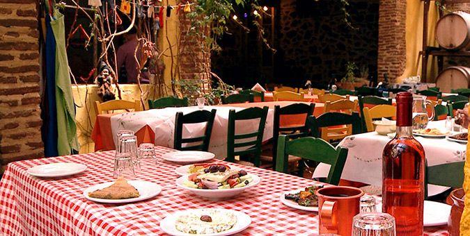 Γεύση | 5 ταβέρνες με νοσταλγική αυλή στην Αθήνα
