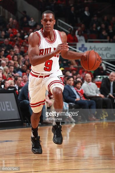 News Photo : Rajon Rondo of the Chicago Bulls brings the ball...
