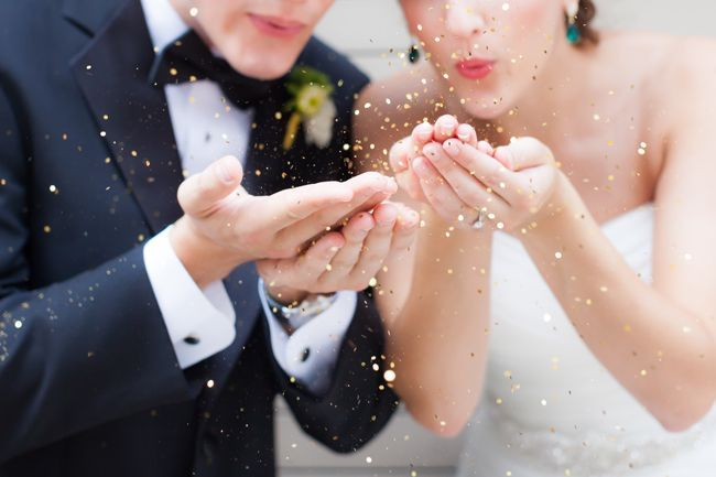 Lancement d'une nouvelle chronique avec notre invitée spéciale, Laura Dova, qui vous délivrera ses meilleurs conseils pour vous épauler dans le choix de votre potentiel wedding planner!