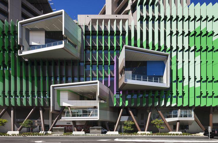 Construído na 2014 na Brisbane, Austrália. Imagens do Dianna Snape. O escritório de arquitetura e urbanismo Lyons, de Melbourne, em parceria com os arquitetos doConrad Gargett, concluiu o novo hospital infantilLady...