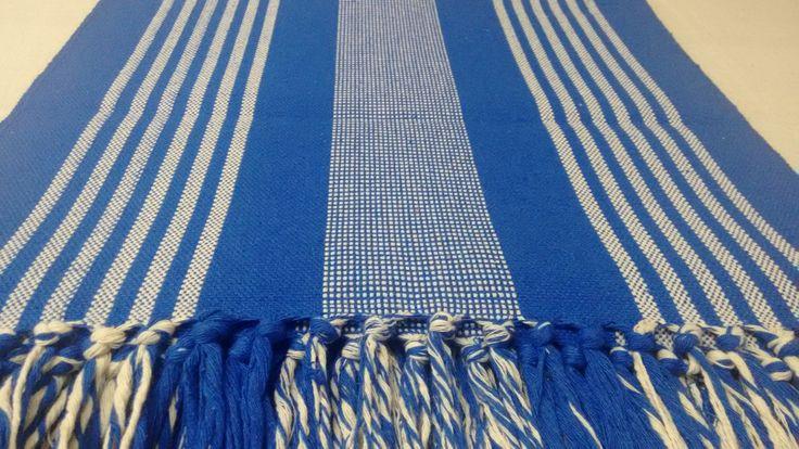 Kit Tapete com 3 peças feito em tear - Cor Azul  ...mais fofurices náuticos chegando  Vem ver no blog da Clau: www.fazendoartecomaclau.blogspot.com.br #ocean #nautica #barco  #Azul  #TudoAzul #Blue #Decore  #Praia #Mar  #PraiaeMar ⚓ #FoFuRa  Fazendo Arte ateliê Jogo americano, Luva, Touca, guardanapos, toalha/pano de prato, avental