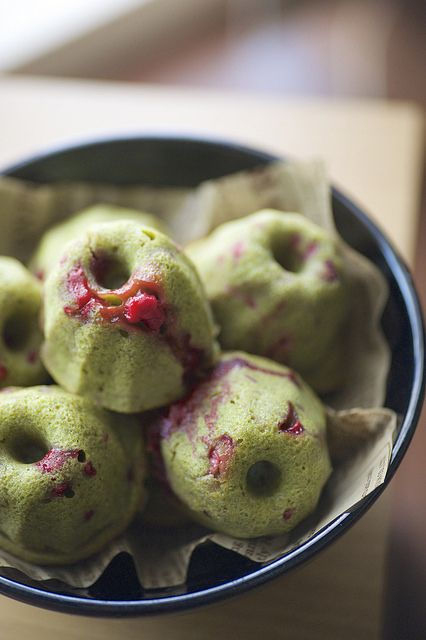 Japanese matcha and raspberry muffin cakes