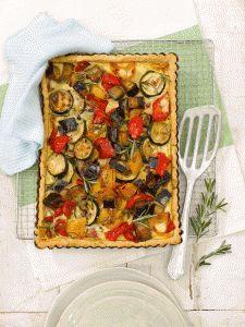 Mediterrane Gemüsetarte - Die Gemüsetarte eignet sich perfekt als sättigender Mittagssnack im Büro oder als leckeres Abendessen mit einem grünen Salat.