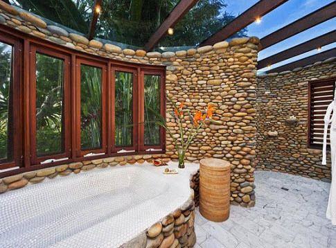 Check out Chris Hemsworth's $7 million Byron Bay Estate. #celebritybathrooms #chrishemsworth