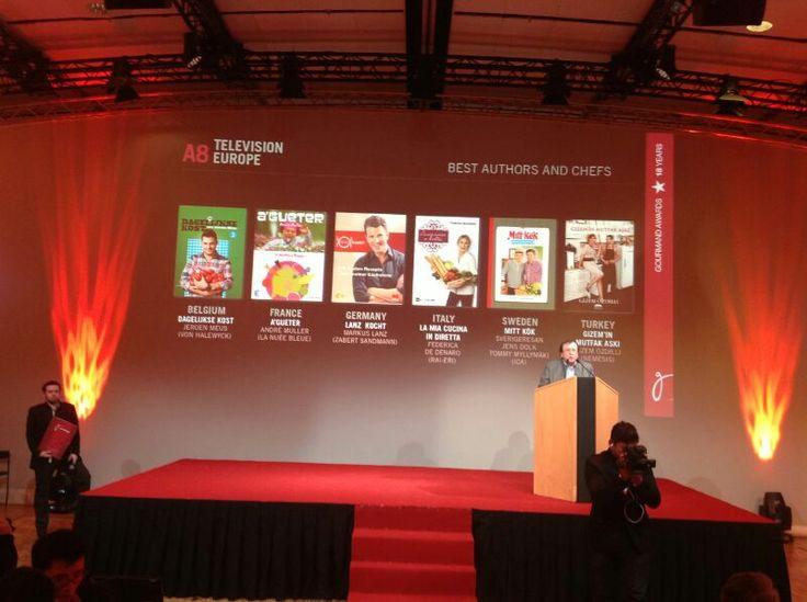 Özdilli, 'Yemek Oscarları' olarak bilinen, dünya çapında 162 ülkeden yemek kitabı yazarlarının katıldığı 'Gourmand World Cookbook Awards' ödül törenine davet edildi. 17 yıldır düzenlenen yarışmada, 2012 yılında çıkan yemek kitaplarına; gurme ve şeflerden oluşan jüri tarafından 43 kategoride ödül verilecek. Gizem Özdilli; yemek üzerine astrolojik yorumlar ve tariflere, en kalori hesaplarına da yer verdiği çalışmasıyla, tüm dünyadan yemek kitapları arasında ödül arayacak.