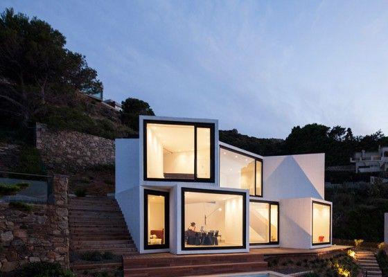 Diseño de casa moderna de dos pisos