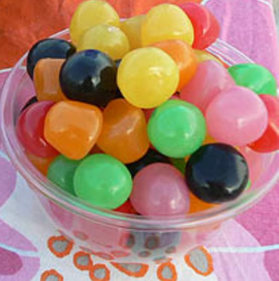 Voici l'une des meilleures recettes pour préparer les bonbons fait maison.une préparation très facile avec des ingrédients moins chers.   ...