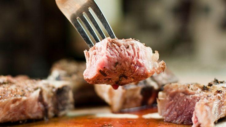 Carne di agnello alla brace, carne alla griglia, agnello alla griglia, braciola