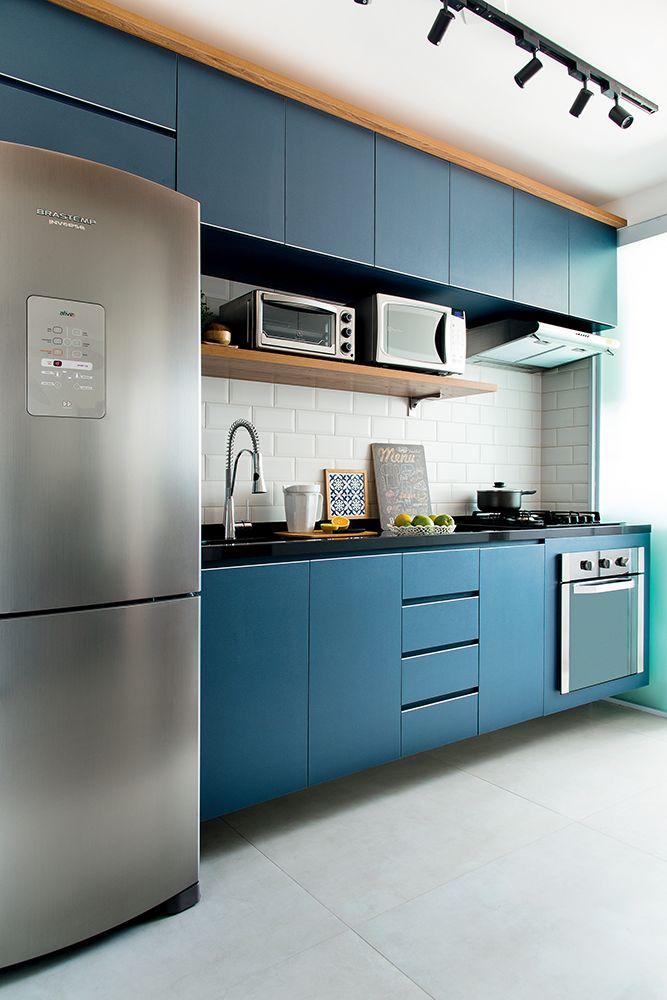 Decoração de apartamento pequeno com móveis sob medida e painéis | Minha Casa