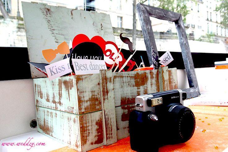 Une box vintage de déguisements pour Photobooth de mariage :)