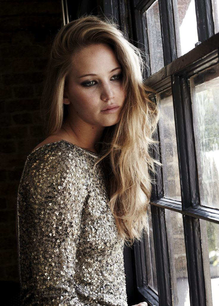 The beautiful Jennifer Lawrence. For her hair color, ask for Aloxxi Hair Color Personality Give Pisa A Chance®. celebrity hair | hunger games | long hair | blonde hair | beautiful hair color | hair inspiration