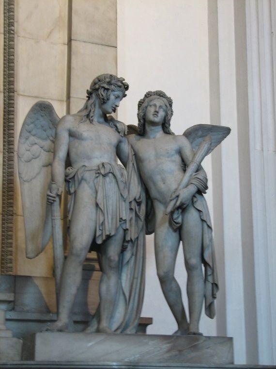 angels on tomb