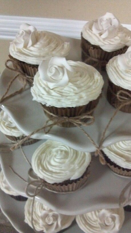 Burlap cupcakes but no rose designs, maybe just the big dollops of frosting. this would be very easy with just tying the twine around them.