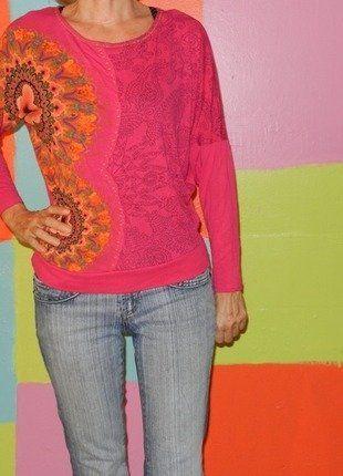 À vendre sur #vintedfrance ! http://www.vinted.fr/mode-femmes/hauts-and-t-shirts-t-shirts/26376650-haut-t-shirt-manche-chauve-souris-multicolore-rose-motif-fleur-t3436-desigual-demi-saison