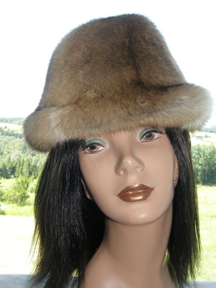 bassarik fur hat. Chapeau de fourrure.
