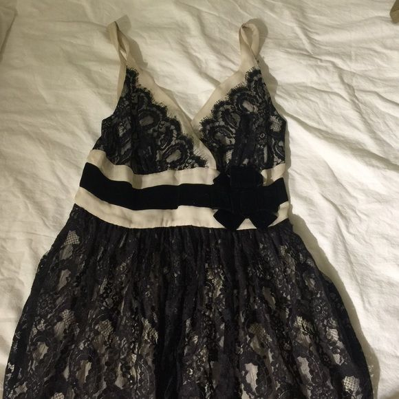 Tracy Reese - fun holiday dress with lace Never worn Tracy Reese Dresses Midi