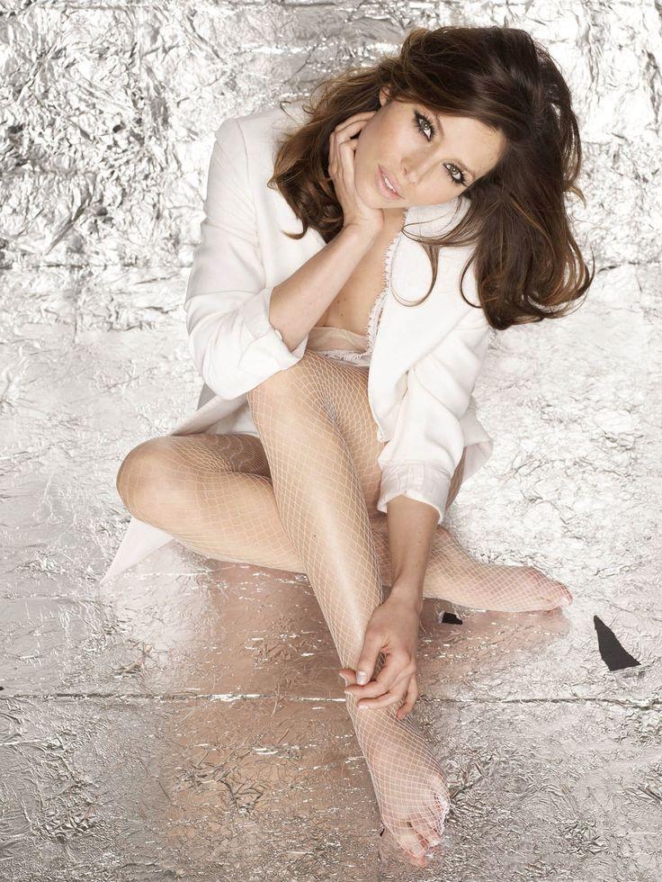 Джессика Бил — Glamour 2010