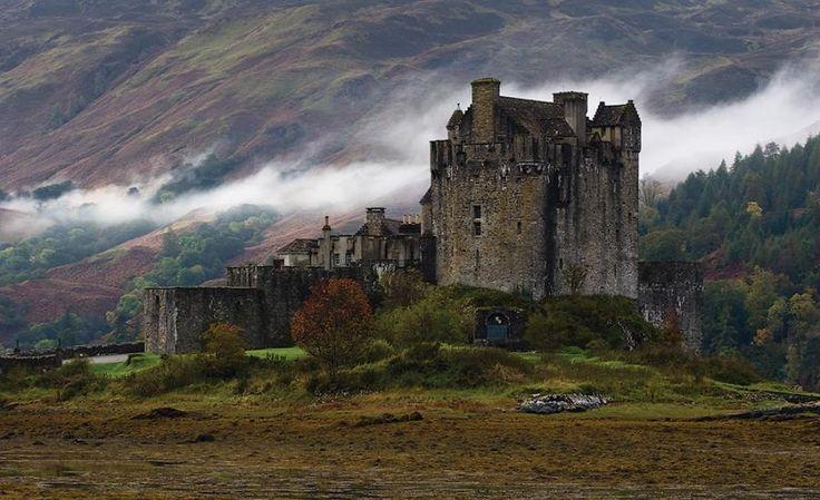 Eilean Donan piccola isola nel Loch Duich, nelle Highlands occidentali della Scozia.