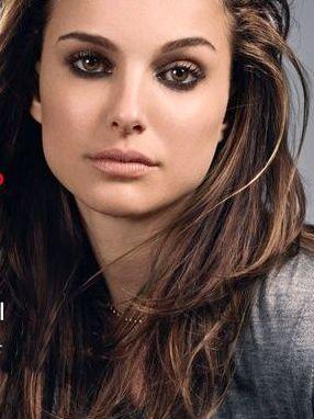 Natalie Portman...showing us a smoky eye for brunette