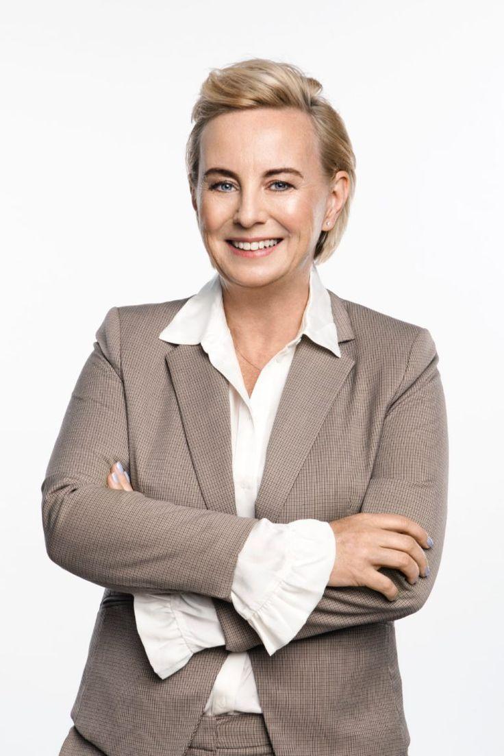 Utrata owalu twarzy dotyka osoby po 40 roku życia, ale często są to nawet niespełna 30 letnie dziewczyny. Dlaczego owal twarzy się zmienia? Jakie są skuteczne zabiegi na jego poprawę oraz ile kosztują odpowiada dr Marzena Lorkowska-Precht z Kliniki Artismed w Warszawie. Justyna Gawryś: Dlaczego owal twarzy się zmienia? Czym to jest spowodowane? Dr Marzena …