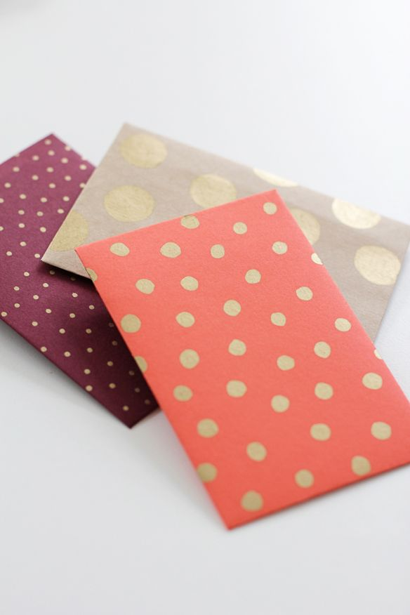 cute envelopes: Diy Stationary, Gold Polka Dots, Cards Make Envelopes, Fellowfellow, Scrapbook Paper, Dots Envelopes, Paintings Pens, Diy Envelopes, Gold Dots