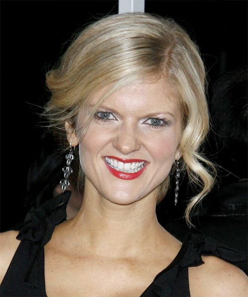 Arden Myrin coiffure formelle, Curly Updo - http://www.coiffurez.com/arden-myrin-coiffure-formelle-curly-updo/