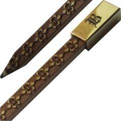 Creionul Aristocrat, din lemn de tei, dreptunghiular, cu mina 6B, gravat integral, decor metalic auriu lucios, gravura initialei pe capacul decor, miros de lemn ars. 45 de minute continue de gravura laser. pret: 15 lei+TVA, cutie acril http://www.atip.ro/prod/Creion-ARISTOCRAT/876/