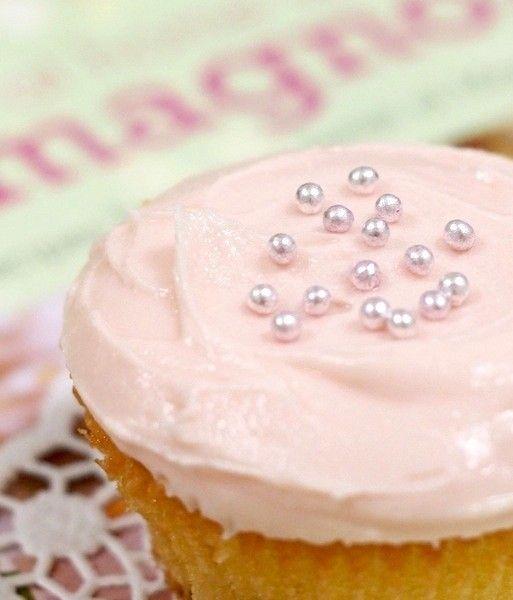 あの海外ドラマに登場した大人気のカップケーキのフロスティングを現地のレシピ本を参考に作りやすい分量に♪