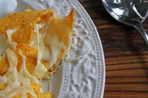 En soppa som för alla som gillar tacos, servera med ostgratinerade tortillachips- Galet GOTT – för oss som gillar tacosmak. Det här är en soppa som man med fördel kan ha i både lite finskurna morötter eller potatis, om man föredrar en matigare soppa. Tacosoppa för 6 personer: 600 gram … Läs mer