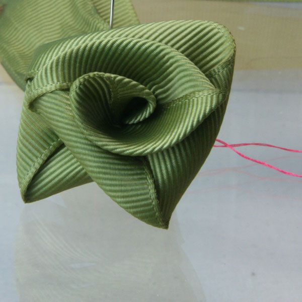 Fashionable Rolled Ribbon Rose Pillow for the Dolls House: Assembling the Miniature Ribbon Rose Pillow