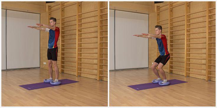 Posilování svalů dolních končetin aaktivace stabilizátorů trupu svyužitím balanční čočky– stoj na dvou balančních čočkách, horní končetiny vpředpažení, podřep
