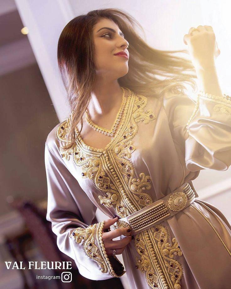 #قفطان_مغربي . يجب ان اسجل اعجابي بالعقد  عقد من حبات العقد  تبارك الله عليك مبدعة و لمسة حصرية خاصة بك  . . @Regrann from @valfleurie -  Val fleurie caftans  #uae . . . . . .  when a dress gives you royalty  . . .   ● ● ● ● ● #القفطان_المغربي #التكشيطة_المغربية #الحلي_المغربية . #المغربيات_ملكات_على_عرش_الانوثة_و_الجمال #caftan #kaftan #moroccanwork #moroccanstyle#moroccandress #moroccandress  #fashion #elegant  #luxury #traditional #handmade #takcheta #caftan...