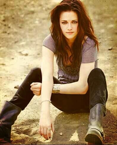 I seriously love her. Not a huge fan of Twilight, and she's not the best actress ever, but she's one of the most attractive actresses, and she'd prob'ly be really cool if you knew her. :)