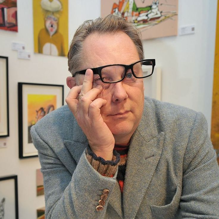 Vic Reeves with some of his art works at Tatton Park way back when #VicReeves #JimMoir #TattonPark #art #paintings #hilarious #subject #portrait #portraiture #makeportraits #VicAndBob #athleticomince #BobMortimer #newsphotography #pressphotography