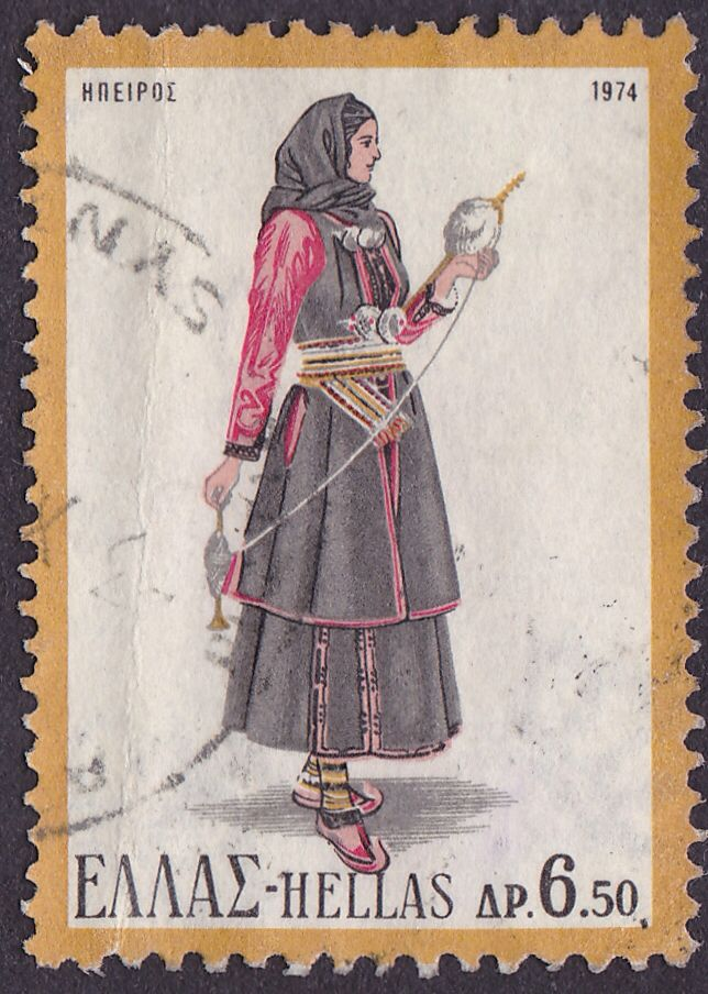 Γυναικεία φορεσιά Ηπείρου (1974). Αντικατοπτρίζει τα αυστηρά ήθη και τις παραδόσεις της κλειστής κοινωνίας των Ηπειρωτών. Αποτελείται από το σιγκούνι, το πουκάμισο, τη φούστα, τη ποδιά και το μαντήλι. Πιο αναλυτικά, το πουκάμισο, το οποίο είναι και το βασικό ένδυμα κάθε γυναικείας φορεσιάς, είναι κλειστό με κατακόρυφο άνοιγμα ως το λαιμό. Το πουκάμισο καθώς και η φούστα είναι συνήθως στον ίδιο χρωματισμό και από το ίδιο ύφασμα κατασκευασμένο. Το σιγκούνι ή φλοκάτα είναι αμάνικο πανωφόρι…